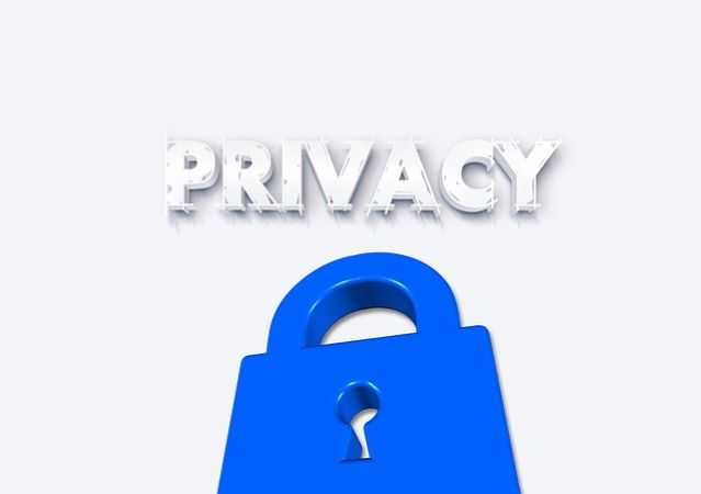 住所や職場などの個人情報は隠してやり取りする